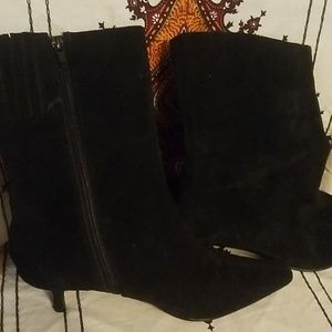 Women soft leather low cut boot size 11